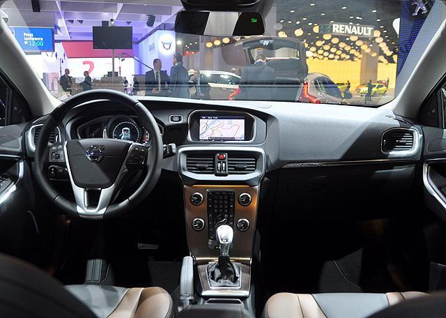 [新车上市]沃尔沃V40跨界车售28.49万元起