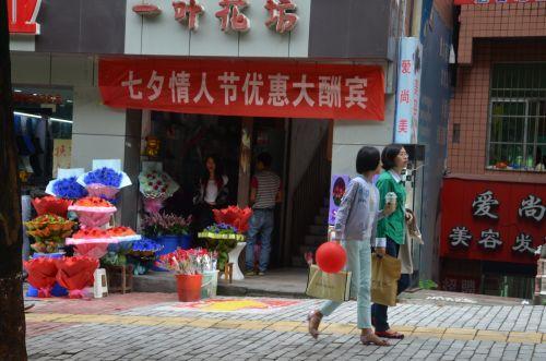 严禁悬挂张贴各类商业宣传布幅及标语等(忠州大道巴王路)