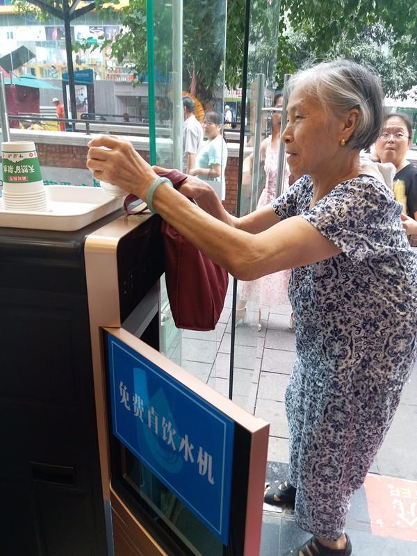 九龙坡45个地方将设60台桶装水饮水机