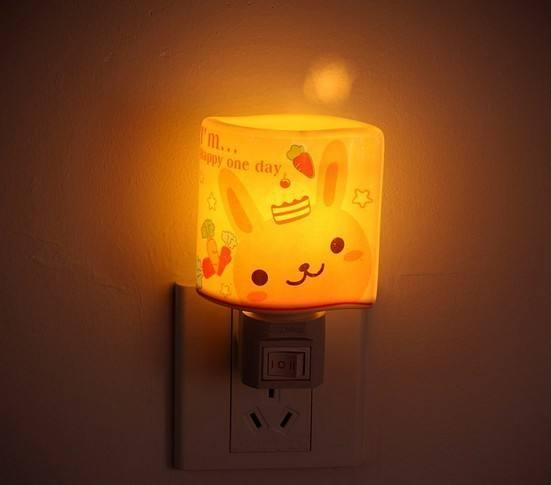 这样使用小夜灯睡觉危害太多 看完后赶紧关了