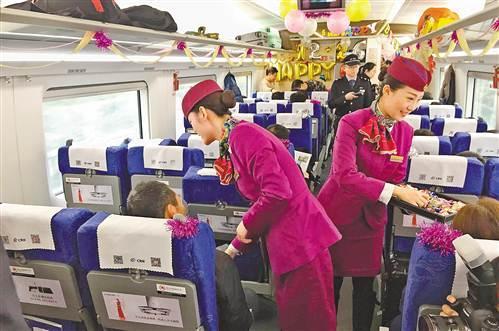 成渝高铁开行一周年 成渝两地同城化效应初显