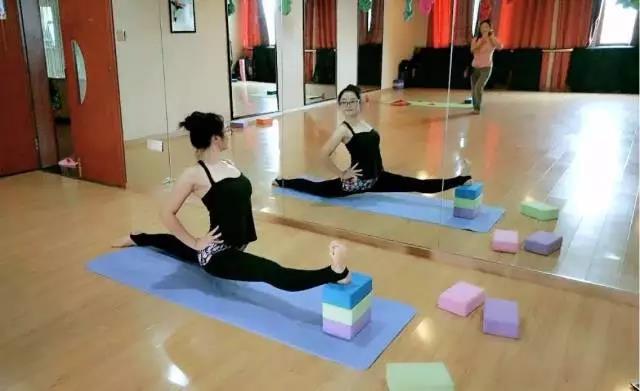 练习瑜伽时 瑜伽馆和健身房该如何抉择?