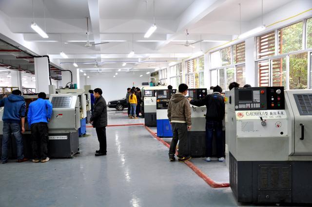 长江师范学院:机器人工程学院