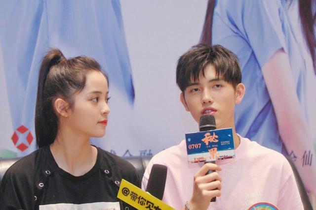 欧阳娜娜陈飞宇登重庆最高楼宣传电影