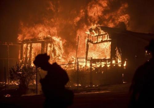 破纪录高温酿灾情 美西部多州山火肆虐数千人撤离