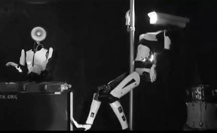 跳钢管舞的机器人背后的故事