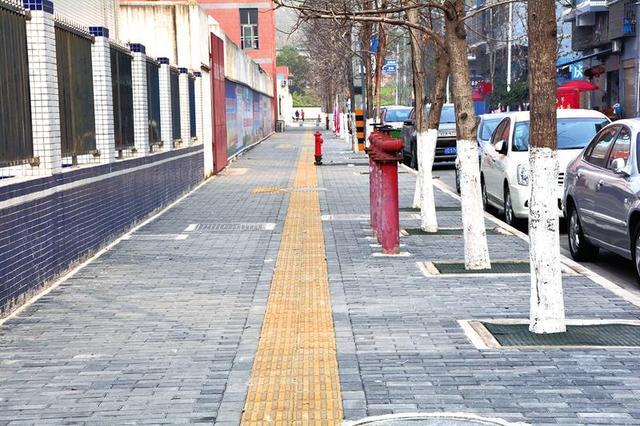 文峰片区人行道改造工程全面完工