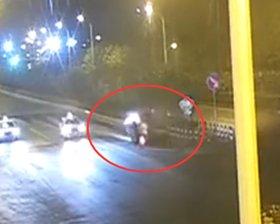 闯红灯连撞两车
