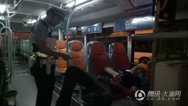 乘客突发急病 公交司机改道紧急送医