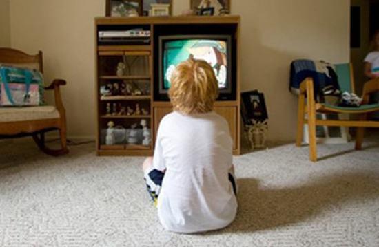 注意学龄前儿童看电视有十大禁忌