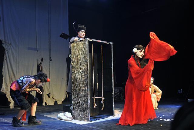 先锋话剧《窦娥》来渝:中国戏曲与西方哲学相结合