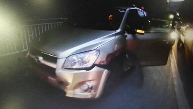女司机连打几个喷嚏 一刹那小车撞断护栏