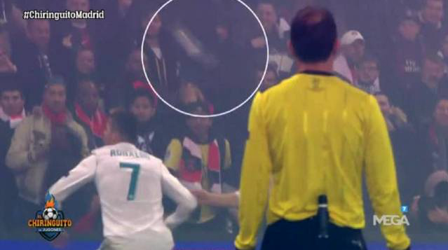 C罗庆祝进球险遭球迷水瓶砸中 西媒:巴黎或被罚款