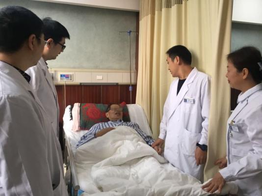 77岁高龄老人便血3个月患上超低位直肠癌 保肛还是切除医生这样做
