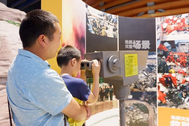 50组家庭齐聚科技馆 参与防震减灾科普亲子活动