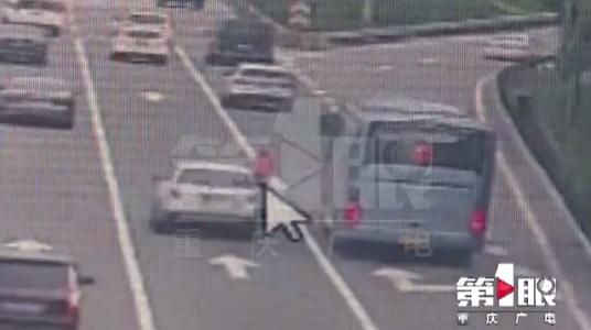 10岁骑手穿行内环快速路 太危险了!