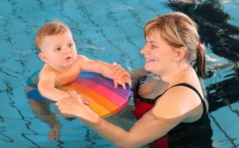 多带新生宝宝去游泳 有这5个好处
