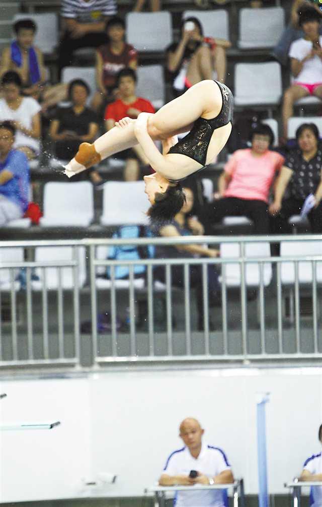 全国跳水锦标赛在渝开幕 施廷懋携队友