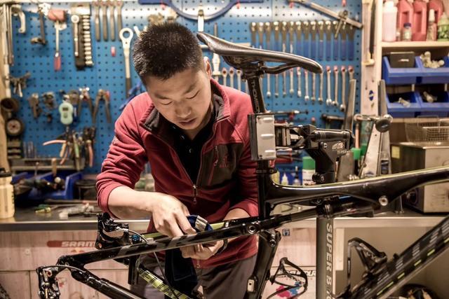 """【特别专业NO.19】""""重庆阿甘""""摆脱轮椅练就成为骑行教练"""