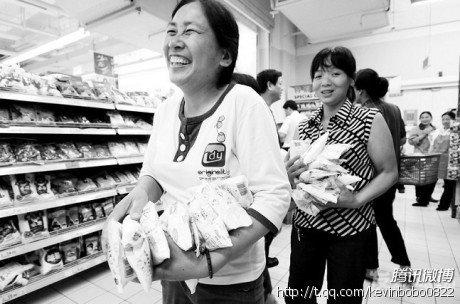 谣言引发重庆抢购碘盐 商贩涨价将严罚