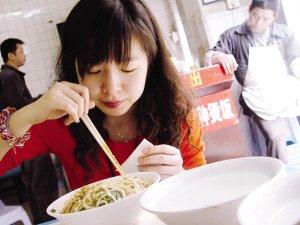 市人大代表质疑小面、豆花饭、卤菜等只涨不跌