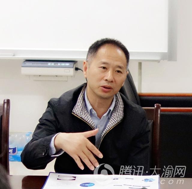 """和学生一起""""下水""""重庆理工大学MBA名师徐刚访谈"""