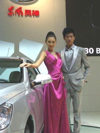超模助阵 东风风神重庆车展演绎时尚之美