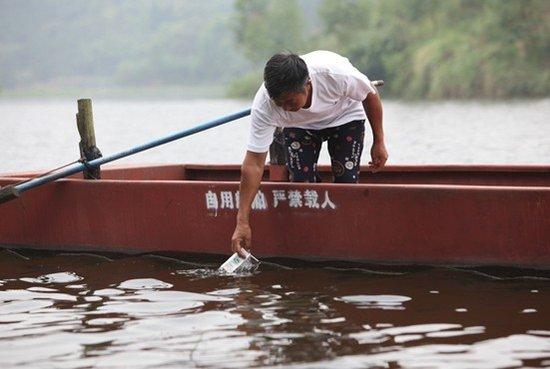 """魏世国:保护走马""""大水缸"""" 金马湖的守护人"""