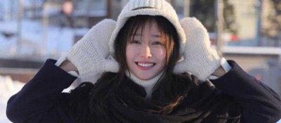 秦岚晒九宫格组照唯美如画,她笑容甜美有点皮