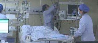 少女暴饮暴食2个月重30斤 呼吸困难送进ICU