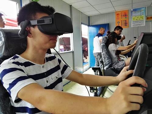 """我市引入VR学车""""黑科技""""可模拟不同路况场景"""