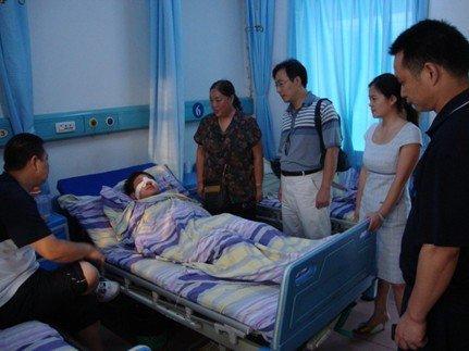 华宇·江南枫庭护卫夜巡负伤  歹徒终未得逞