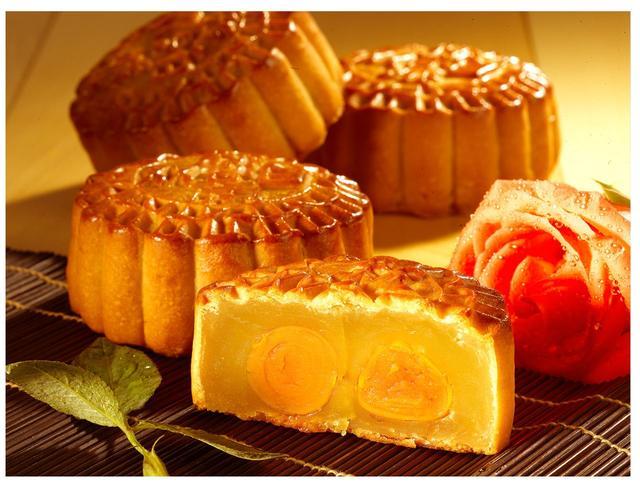 中秋月饼提前上市促销多 传统月饼受追捧