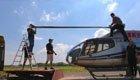 男子七夕节送老婆直升机