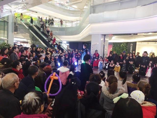 重庆最大进口商品特卖节开幕 市民快来抢耙活