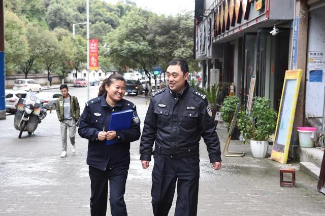 """万州女辅警陈施利:按""""准警察""""要求自己"""