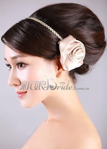 5款精致发饰搭配高贵新娘发型(组图)
