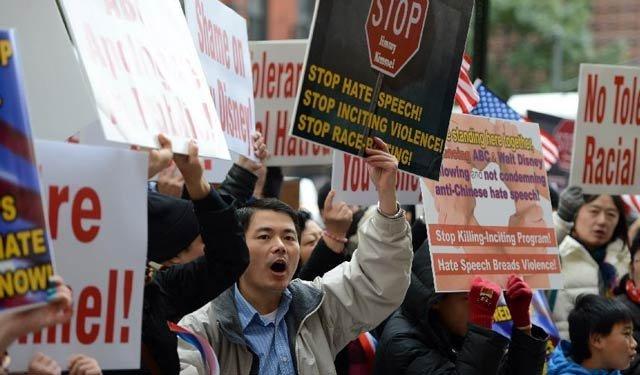 他们该如何面对歧视——美国华人上街