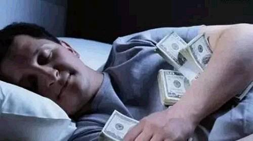 其实,学会理财让钱生钱也是靠份数挣钱的一种形式。当你拿出100块钱去投资,其中的每一块钱都会不断地钱生钱;当你写出一本畅销书,每卖出一本,都会给你带来一份版税收入。靠卖份数赚钱,是最轻松的赚钱方式,一劳永逸。