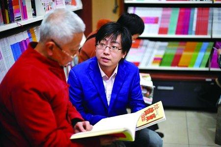 十八大报告上市首日 重庆书城卖7000多册