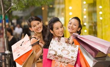 奢侈品价格上调20% 你会追涨吗?