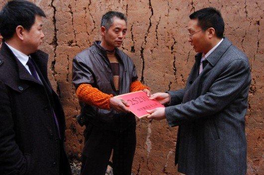 华宇赴涪陵慰问受灾员工 和谐互助亲如一家