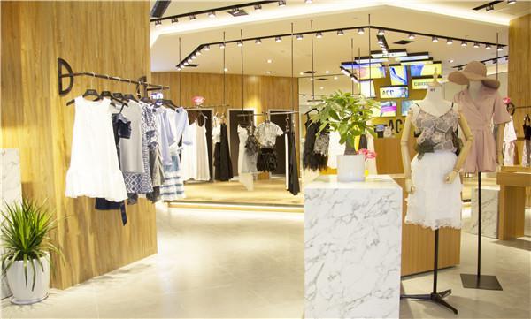 英国时髦女装ACC POINT重庆爱融荟城盛大开业,疯玩一夏!