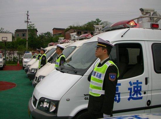 高速执法多功能移动车便民,违章车缴罚款方便