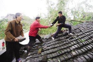 村支书带领村民奔波救人 自己3名亲人遇难(图)