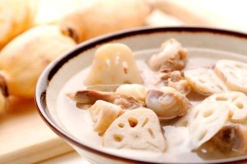 冬天吃莲藕章鱼煲猪骨 补脾暖身