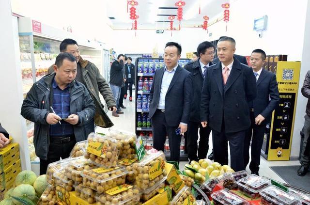 重庆苏宁小店双店开业 生鲜水果卖疯啦