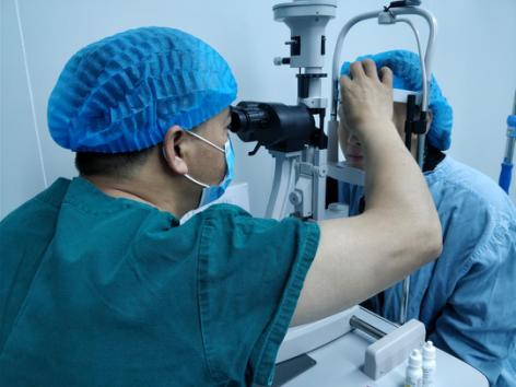 近视眼手术晶体植入术