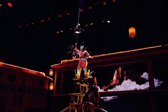 舞台剧《小面》在渝首演 融入多种表演形式