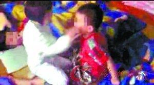 幼儿园女老师指挥女童掌掴男童被拘留(图)